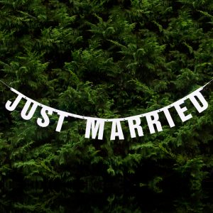"Girlande ""Just Married"" Glitzer · weiß · 1,7 Meter"