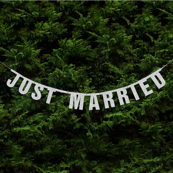 "Girlande ""Just Married"" Glitzer · silber · 1,7 Meter"